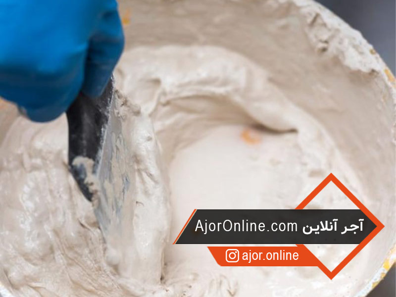 آماده کردن خمیر برای گچ کاری دیوار و سقف